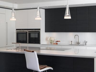 coordinated white coloured glass splashbacks