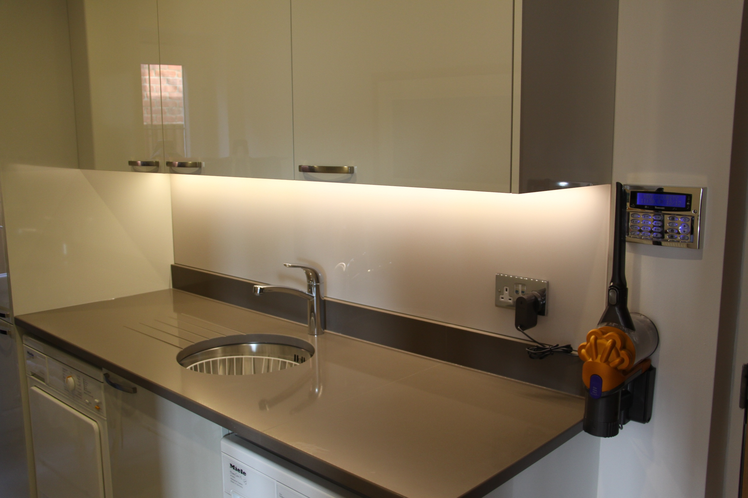 Kent Glass Splashbacks - Image 3