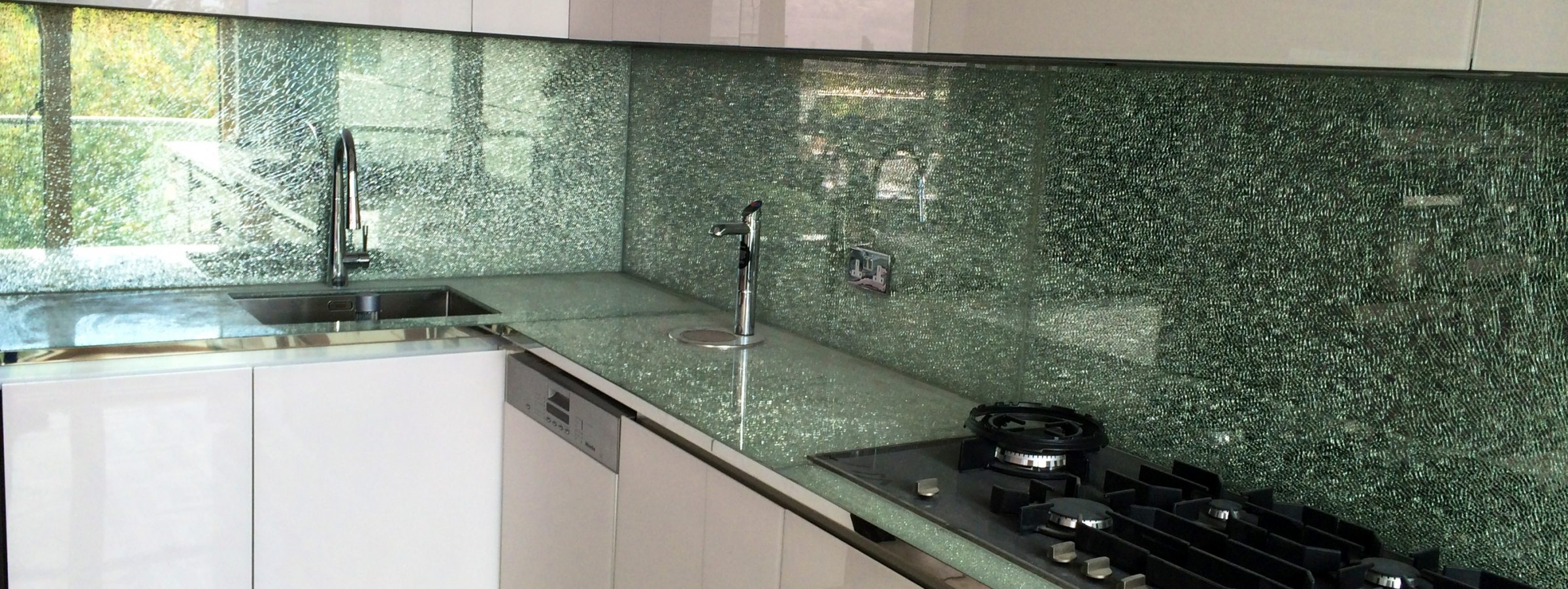 Crackle Glass Splashbacks and Worktop